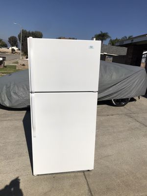 White roper refrigerator by whirlpool super cheap price!!!! for Sale in Claremont, CA