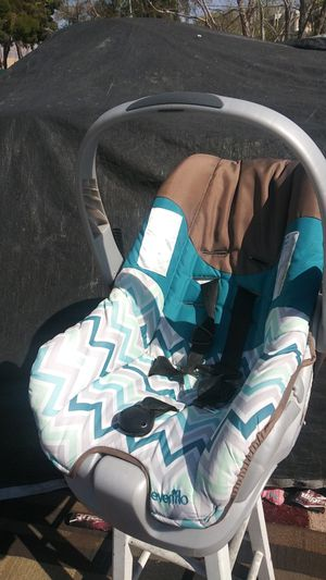 Baby boy swing and car seat for Sale in Las Vegas, NV