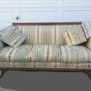 Beautiful solid wood day bed / couch, for Sale in Calabasas, CA