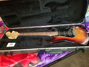 Fender USA Stratocaster with Fender case for Sale in Avondale, AZ