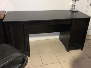Computer desk with chair and lamp for Sale in Winter Haven, FL