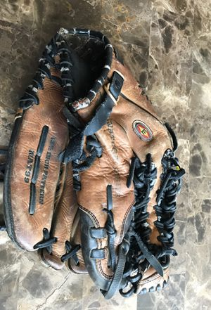 "EASTON NATURAL SOFTBALL MODEL NAT88 RHT 13.5"" BASEBALL/SOFTBALL Leather GLOVE.. Condition is Pre-owned. Shipped with USPS Priority Mail. Field ready for Sale in Carpentersville, IL"