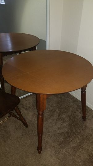 Small kitchen table for Sale in Milwaukie, OR