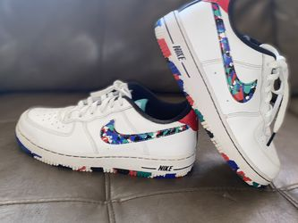 Nike Crayon White Multi for Sale in Palmdale,  CA