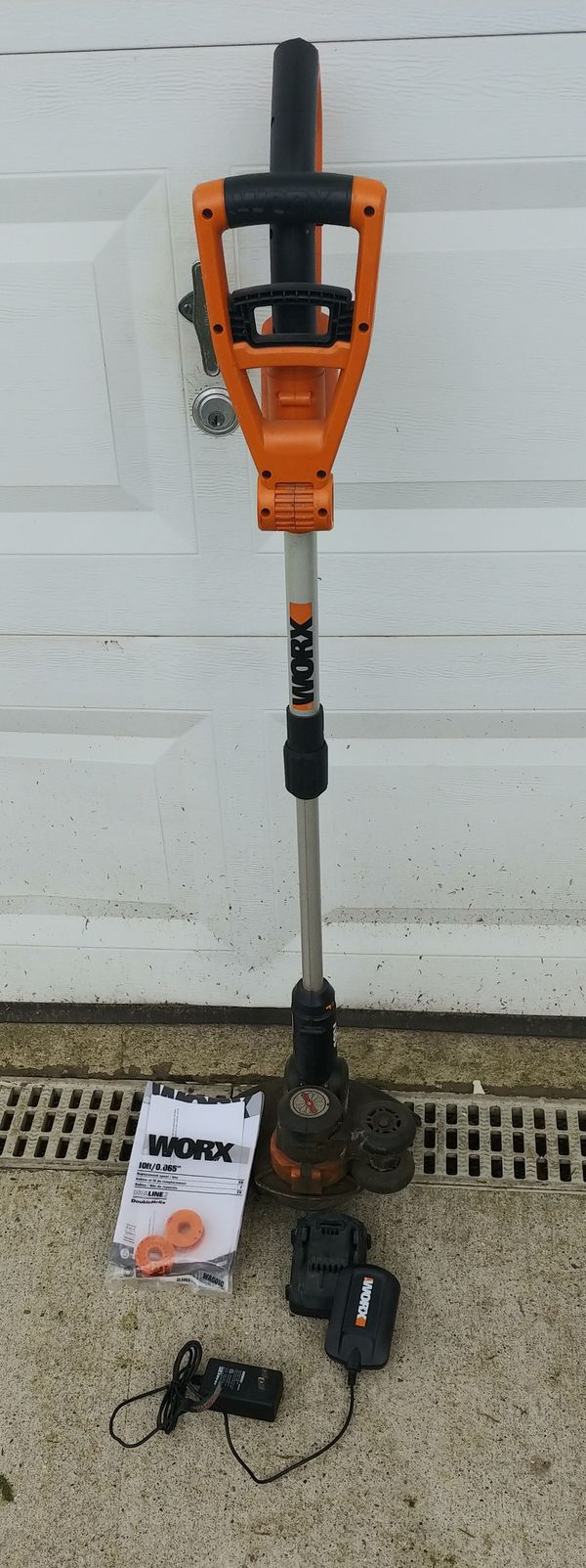 The WORX 18 volt weed trimmer / edger