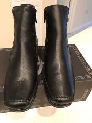 Brand new Women's boots size 9. Natural leather. Made in Portugal. for Sale in Sunny Isles Beach, FL