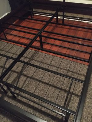 "14"" queen metal platform bed frame for Sale in Chicago, IL"