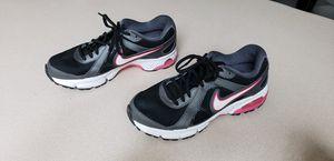 Women's Nikes size 7.5 for Sale in Glendale, AZ