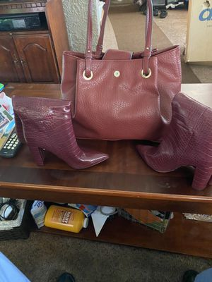 Purse Jessica Simpson n boots are not size 9 for Sale in Milwaukee, WI