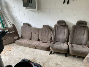 "00-06 Toyota Tundra Complete Interior Set ""For Free"" for Sale in Poinciana, FL"