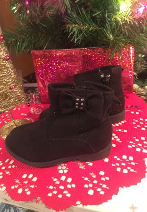 Little girls. Black suede boots low heels treads zip side. Bows on side euc size 6 for Sale in Northfield, OH