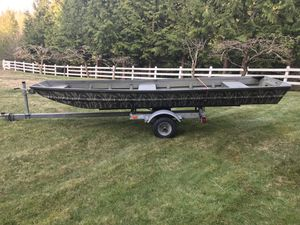 14' fishing boat with gas motor and trolling motor for Sale in Issaquah, WA