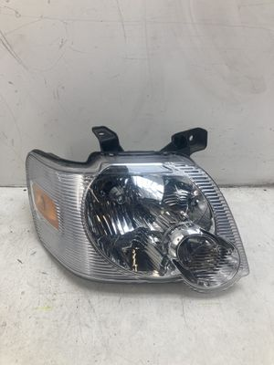 For 2006-2010 Ford Explorer right passenger headlight lamp for Sale in Chino Hills, CA