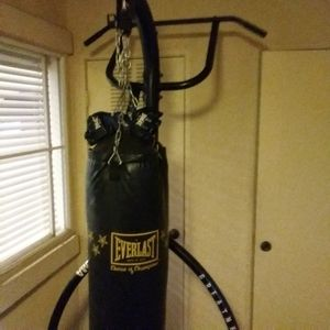 Everlast Punching bag with stand for Sale in Tustin, CA