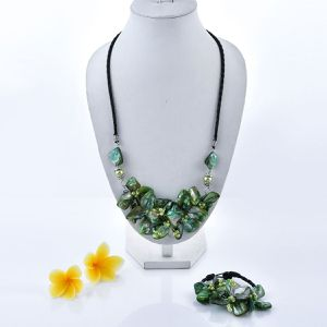 New Item Green Shell, Seed Bead Floral Necklace 24 Inch and Bracelet 7.5 Inch for Sale in Buffalo, NY
