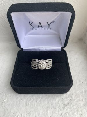 Diamond halo engagement ring and wedding band for Sale in Puyallup, WA
