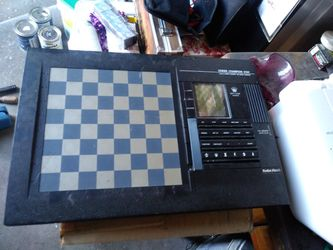 ELECTRONIC CHESS BOARD for Sale in Lathrop,  CA