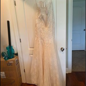 Brand New David's bridal Wedding dress And Vail! for Sale in Seattle, WA
