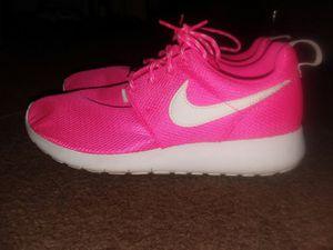 Hot Pink & white nike for Sale in Staunton, VA