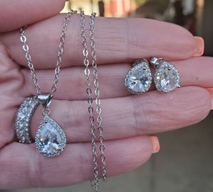 Tear drop necklace and earring set.... for Sale in Riverside, CA