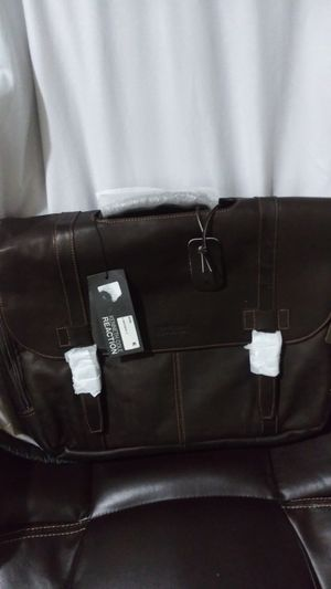 Brand New Leather Kenneth Cole Messenger Bag for Sale in Santa Ana, CA
