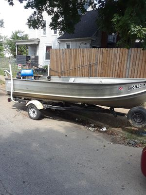 16' deep well Sears edition 6- 8 passenger fishing boat for Sale in Columbus, OH