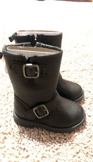 Girl Winter Boots Size 5 for Sale in Richwood, TX
