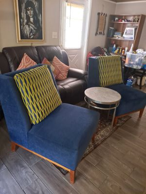 2 nice large accent chairs with iron table for Sale in Fayetteville, GA