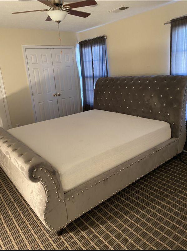 King bed w/memory foam mattress