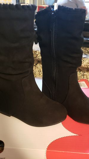 Girls boots size 6 for Sale in Montclair, CA