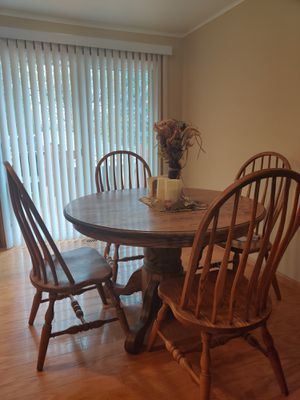 Kitchen table for Sale in Schaumburg, IL