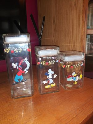 Disney pasta containers. Will not separate. Like new ! for Sale in Westland, MI