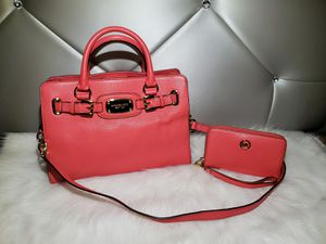 Michael Kors Hamilton Coral Pebbled Leather Hamilton With Wallet. for Sale in San Diego, CA