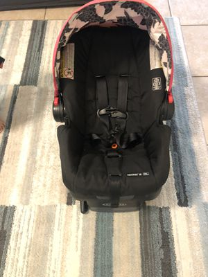 Graco infant car seat.. attachment latche.. 2 bases for Sale in GRANT VLKRIA, FL