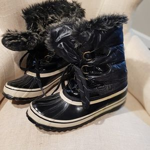 Waterproof Rain And Snow Boots Size 8 for Sale in Lynnwood, WA