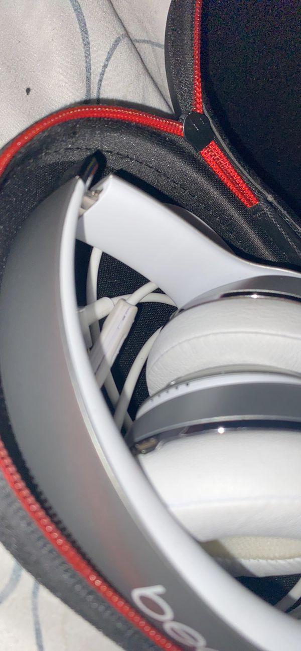 Beats solo 3 wireless Bluetooth headphones