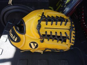 """11.5"""" Vinci glove for Sale in Vernon, CA"""