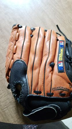 Baseball glove Right hand WILSON PRO SELECT for Sale in Clayton,  NC