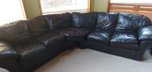 Black leather sectional for Sale in Tulalip, WA