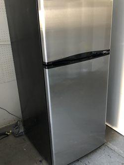 Stainless Steel Refrigerator Sm for Sale in San Bernardino,  CA