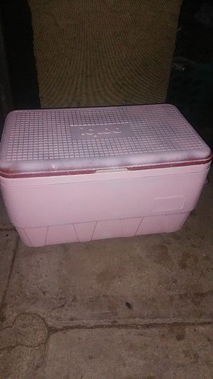 Pink igloo cooler for Sale in Riverside, CA