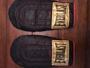 EVERLAST boxing glove ( speed bag ) condition very good for Sale in Miami, FL