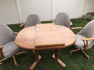 expandable table plus 4 chairs for Sale in Pasco, WA