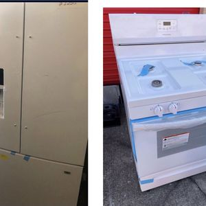 Frigidaire White Stove Refrigerator Set $1300 for Sale in Decatur, GA