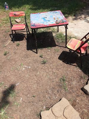 Need Gone Table &Chairs (needs red spray paint) $15.00 cash only (serious buyers) for Sale in Dallas, TX