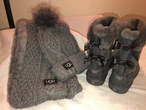 Ugg boots hat n scarf for Sale in Pittsburgh, PA