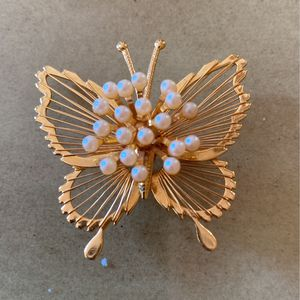 Monet Vintage goldtone butterfly pan with a cluster of pearls 2 inches for Sale in West Palm Beach, FL