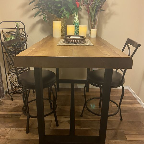 Counter Height Dinner Table With Stools