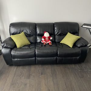 Automatic Reclining Couch W/ USB Ports for Sale in Hyattsville, MD