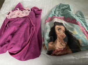 Princess and Disney moana hooded towel for Sale in Clifton, NJ